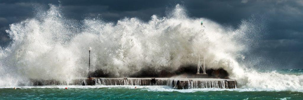 סערה בים